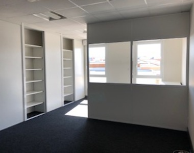 Renting Office 191m² Agen (47000) - photo