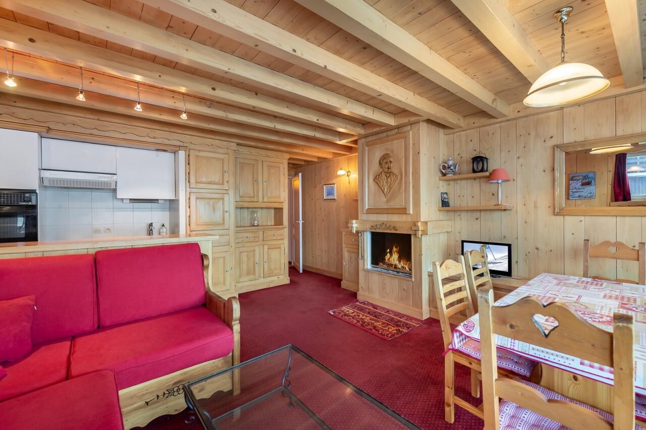 BEAUTIFUL SAVOYARD STYLE FLAT! Accommodation in Val Thorens