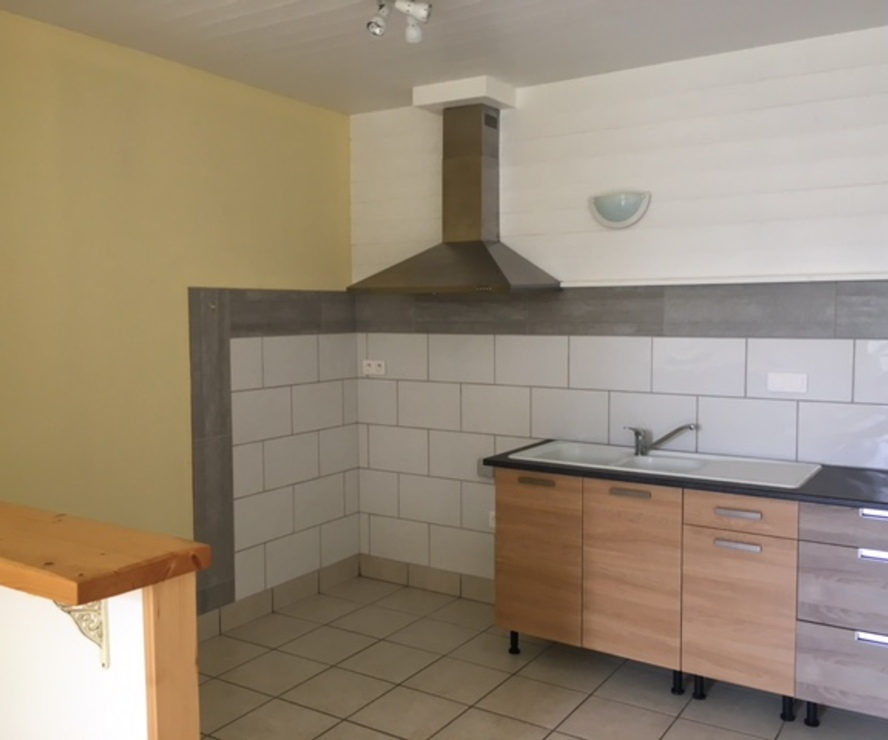 Location Appartement 50m² Bourg-de-Thizy (69240) - photo