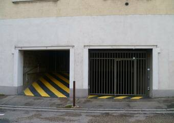 Renting Garage 30m² Grenoble (38000) - Photo 1