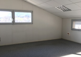 Renting Office 3 rooms 89m² Seyssins (38180) - photo