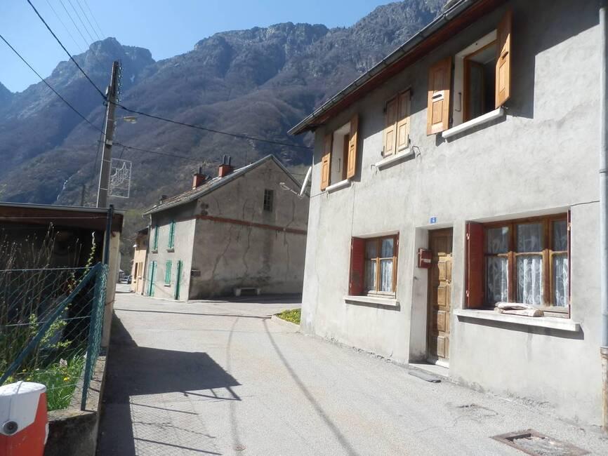 Sale House 5 rooms 95m² Livet-et-Gavet (38220) - photo