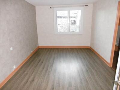 Location Appartement 2 pièces 48m² Billom (63160) - photo