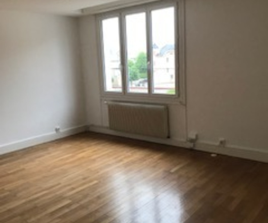 Location Appartement 3 pièces 76m² Cours-la-Ville (69470) - photo