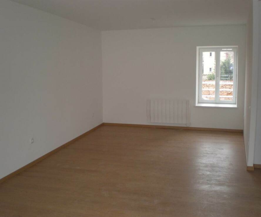 Location Appartement 1 pièce 60m² Thizy (69240) - photo