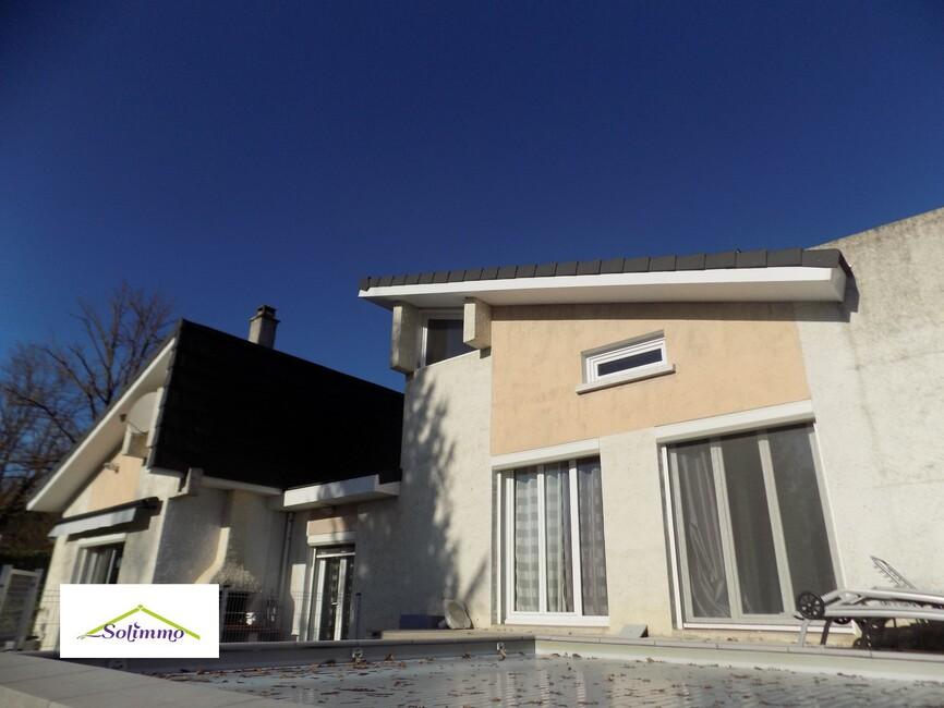 Vente Maison 7 pièces 140m² Les Abrets (38490) - photo