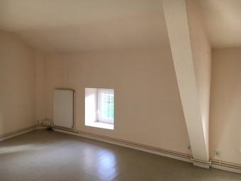 Location Appartement 3 pièces 47m² Cours-la-Ville (69470) - photo 2