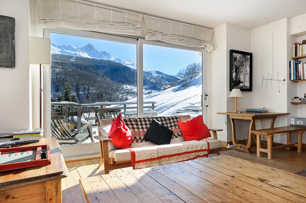 A CHARMING CHALET WITH A SMALL HOUSE Accommodation in Meribel