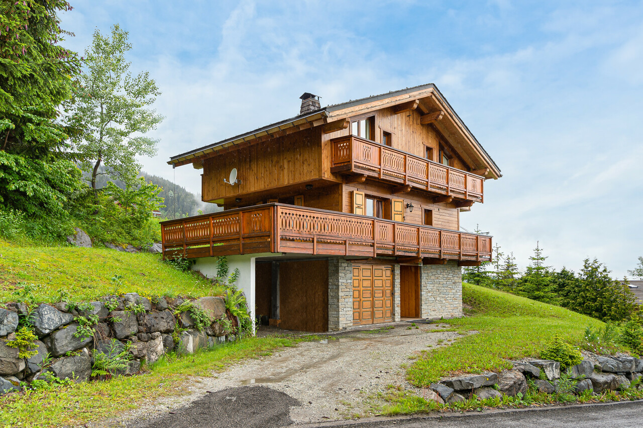 La Tania accommodation chalets for sale in La Tania apartments to buy in La Tania holiday homes to buy in La Tania