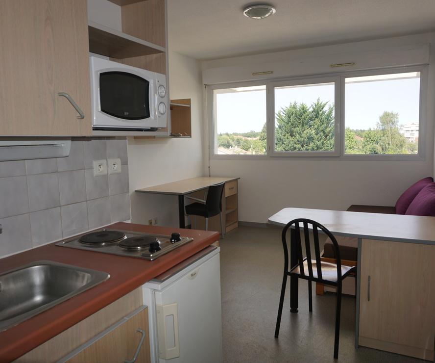 Renting Apartment 1 room 19m² Pau (64000) - photo