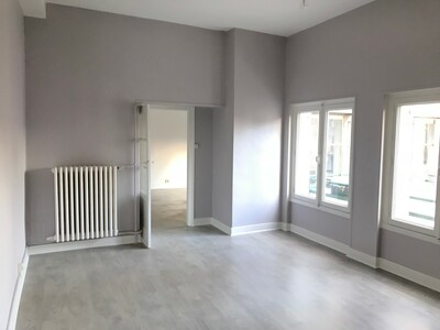 Location Appartement 2 pièces 70m² Saint-Étienne (42000) - Photo 3