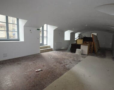Location Local commercial 2 pièces 80m² Royat (63130) - photo