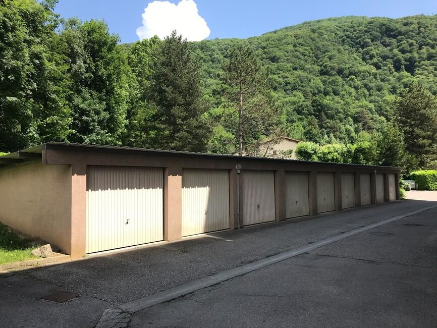 Location garage saint martin d 39 h res 38400 337442 for Garage saint martin