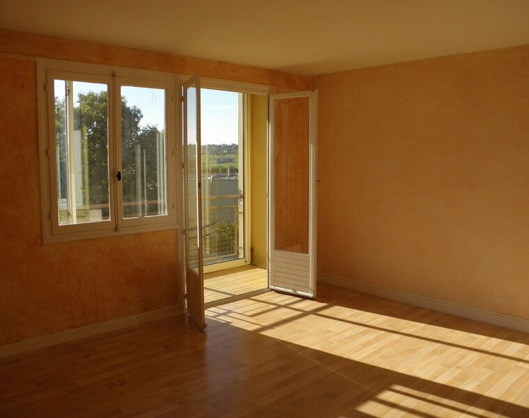 Location Appartement 66m² La Clayette (71800) - photo
