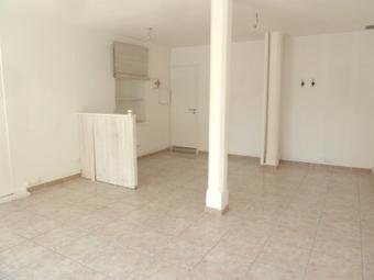 Location Local commercial 1 pièce 35m² Saint-Laurent-de-la-Salanque (66250) - photo 2
