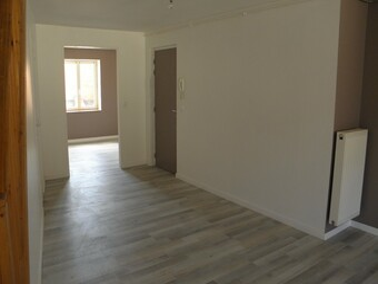 Location Appartement 99m² Charlieu (42190) - photo 2