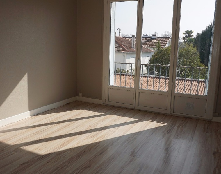 Renting Apartment 3 rooms 55m² Billère (64140) - photo