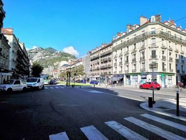 Sale Commercial premises 2 rooms 57m² Grenoble (38000) - photo