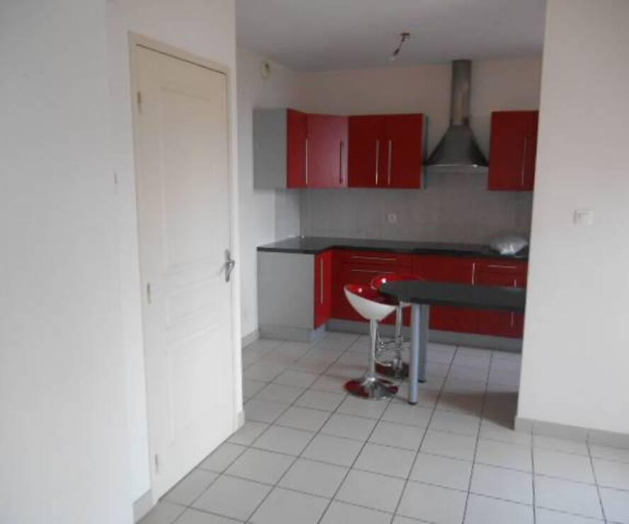 Location Appartement 4 pièces 81m² Le Cergne (42460) - photo