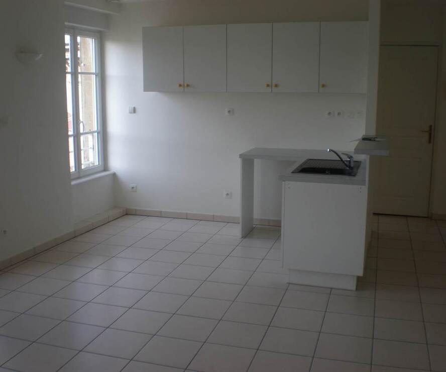 Location Appartement 2 pièces 57m² Cours-la-Ville (69470) - photo
