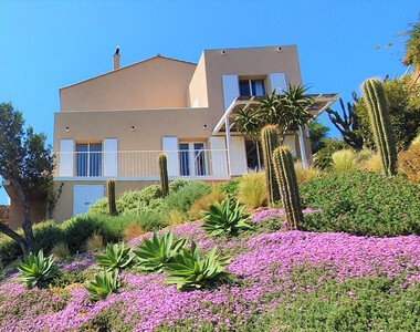 Sale House 8 rooms 246m² Île du Levant (83400) - photo