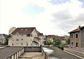 Renting Apartment 2 rooms 27m² Grenoble (38100) - photo 2