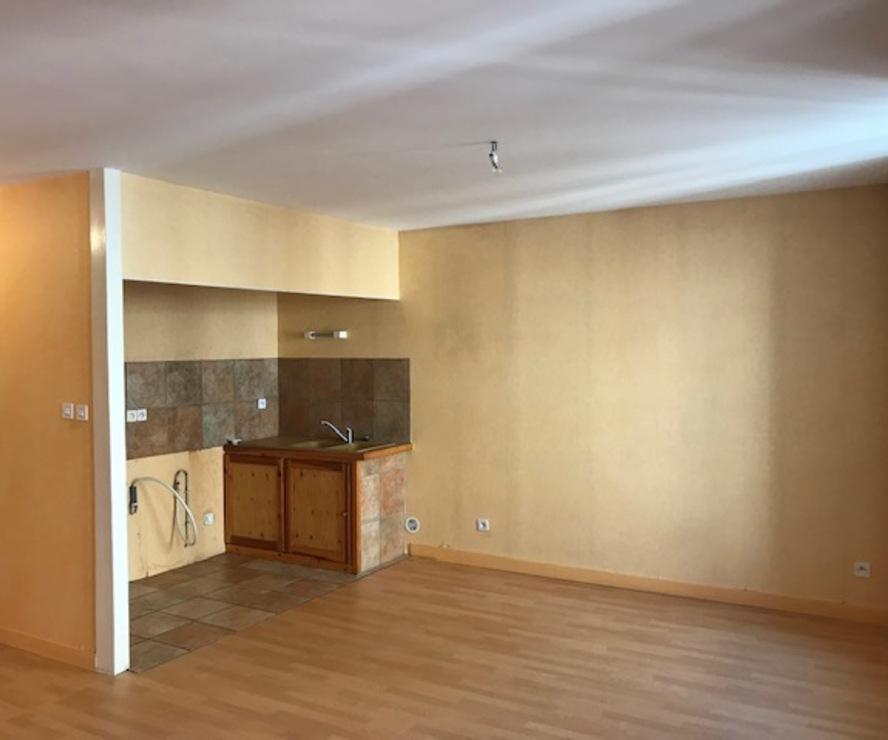 Location Appartement 3 pièces 70m² Cours-la-Ville (69470) - photo