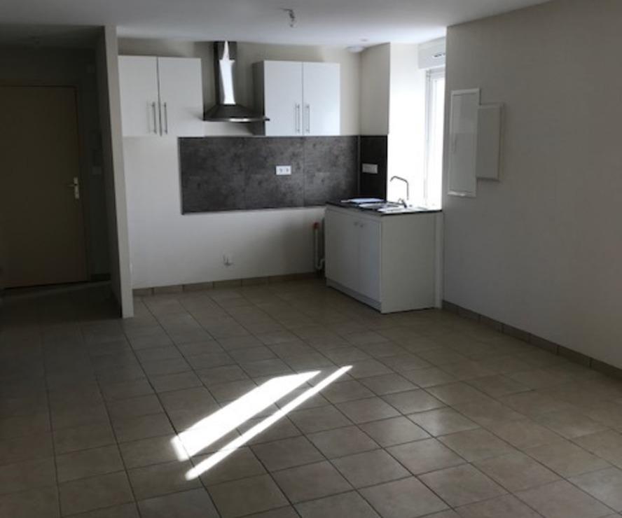 Location Appartement 3 pièces 57m² Cours-la-Ville (69470) - photo