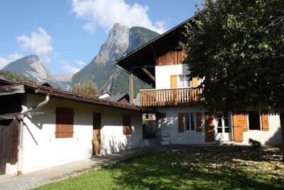 Sale House 10 rooms 170m² SAMOENS - Photo 2