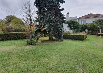 Vente Maison 9 pièces 221m² Riom (63200) - Photo 1
