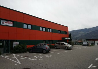 Location Local commercial 9 pièces 300m² Saint-Ismier (38330) - photo