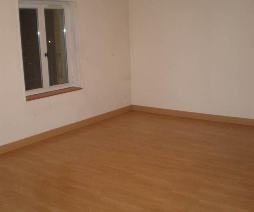 Location Appartement 3 pièces 61m² Cours-la-Ville (69470) - photo