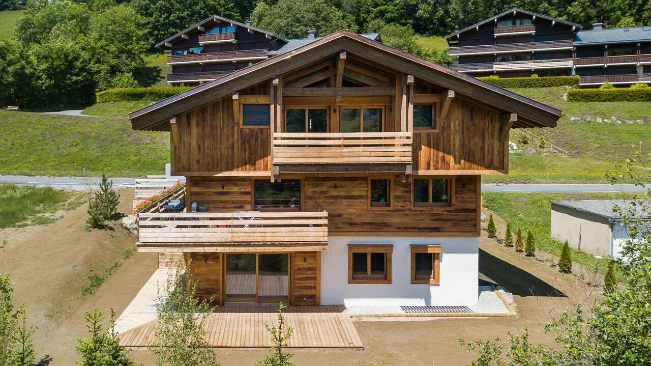 CHARMING APPARTMENT OF 100 SQM WITH TERRACE Accommodation in Megeve