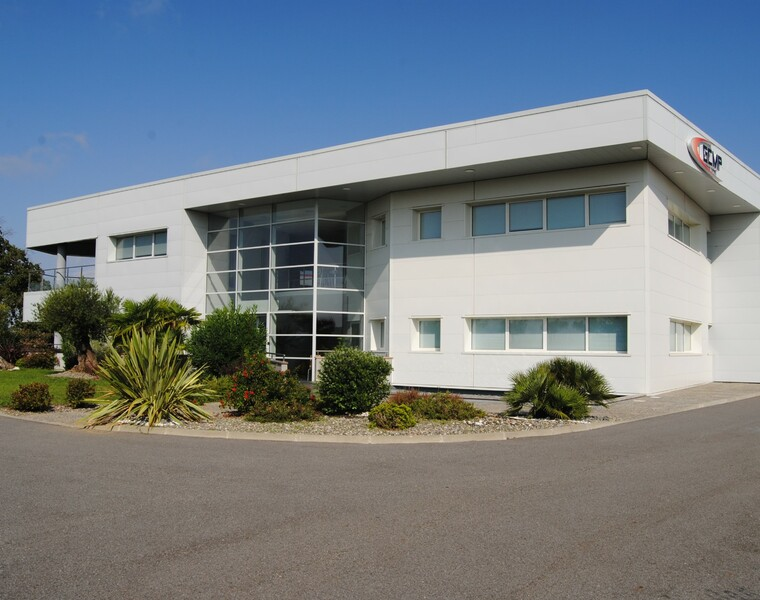 Location Local commercial 793m² Lias (32600) - photo