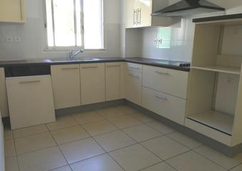 Location Appartement 4 pièces 88m² Sainte-Suzanne (97441)