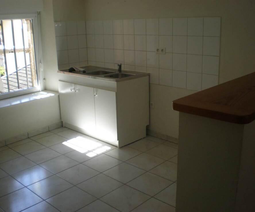 Location Appartement 3 pièces 66m² Cours-la-Ville (69470) - photo