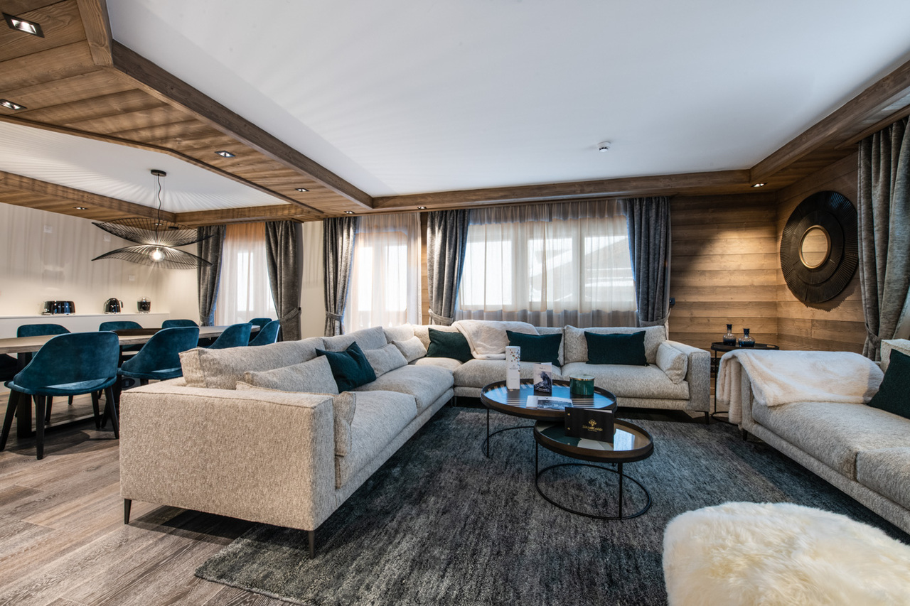 4 BEDROOM SUITE WITH LARGE TERRACE ON THE SLOPES Chalet in Courchevel