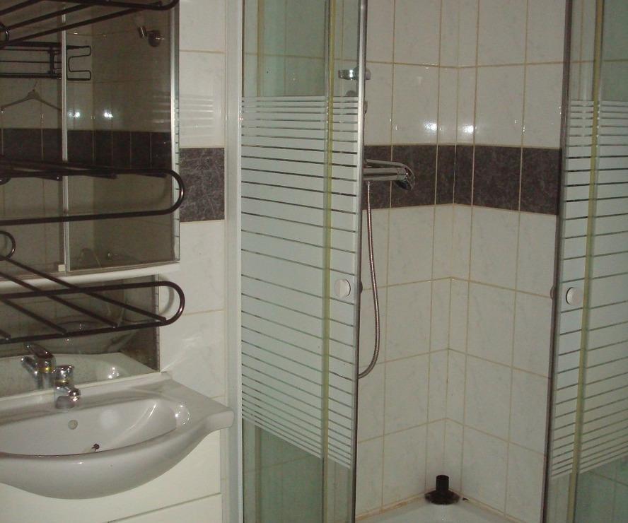 location appartement 1 pi ce pau 64000 369146. Black Bedroom Furniture Sets. Home Design Ideas