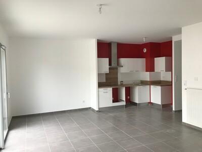 Location Appartement 3 pièces 73m² L' Étrat (42580) - Photo 2