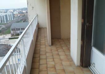 Location Appartement 4 pièces 76m² Saint-Priest (69800) - photo