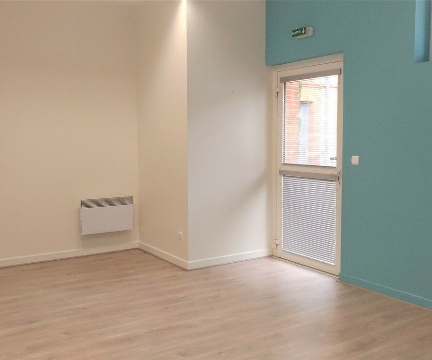 Renting Commercial premises 2 rooms 33m² Rieumes (31370) - photo