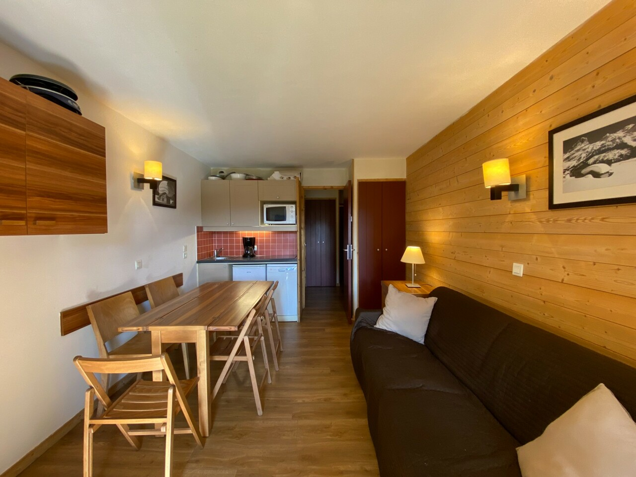 GOOD CONDITION APARTMENT WITH PARKING SPACE Accommodation in Val Thorens
