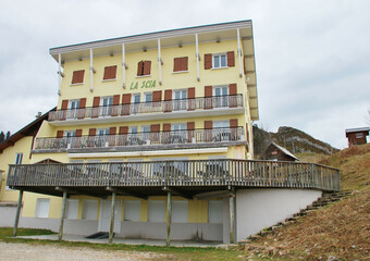 Vente Local commercial 18 pièces 1 600m² Saint-Pierre-de-Chartreuse (38380) - photo