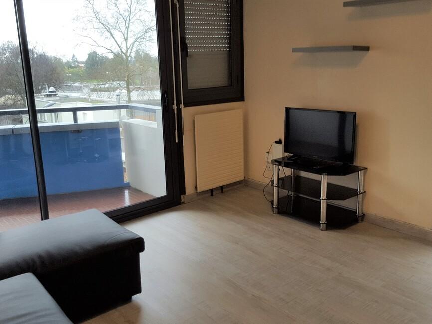 location appartement 1 pi ce pau 64000 357721. Black Bedroom Furniture Sets. Home Design Ideas