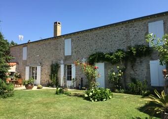 Vente Maison 9 pièces 264m² La Chapelle-Bertrand (79200) - Photo 1