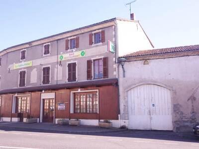 Vente Maison 15 pièces 440m² Saint-Dier-d'Auvergne (63520) - photo