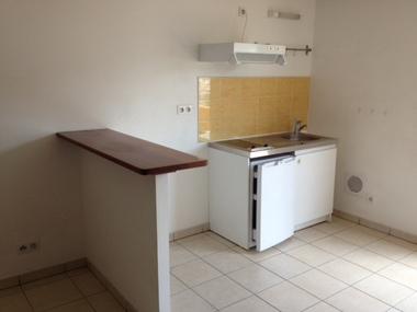 Location Appartement 2 pièces 38m² Sainte-Clotilde (97490) - photo