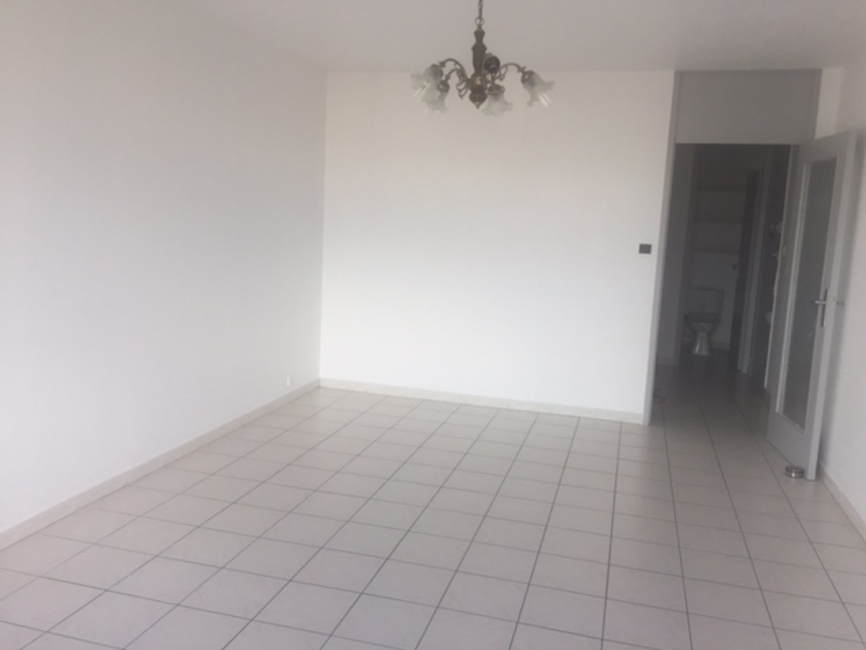 Location appartement 3 pi ces toulouse 31100 303503 for Location garage toulouse 31100