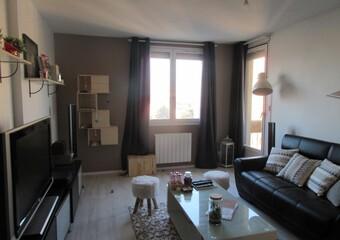Location Appartement 2 pièces 43m² Saint-Priest (69800) - photo