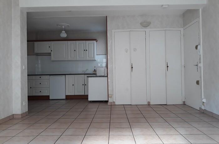 vente appartement 2 pi ces pau 64000 417889. Black Bedroom Furniture Sets. Home Design Ideas